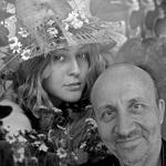 """Фотограф и модель (фотограф Валерий Жирохов у своей работы """"Дриада"""")"""