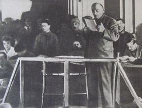 В.И. Ленин выступает на X съезде РКПб, март 1921 г.