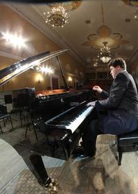 В Магнитогорске презентуют новый рояль и откроют фестиваль Дениса Мацуева