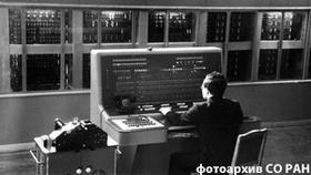 А.П. Ершов за пультом БЭСМ-2, Москва, 1959 год