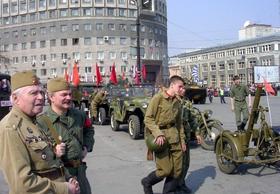 Колеса истории проедут 9 мая по площади Революции
