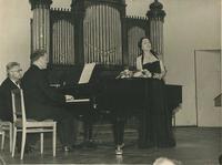 Малый зал Московской консерватории. 28 июня 1956 года. Французская музыка. Рихтер и  Нина Дорлиак исполняют вокальные опусы К. Дебюсси и М. Равеля.